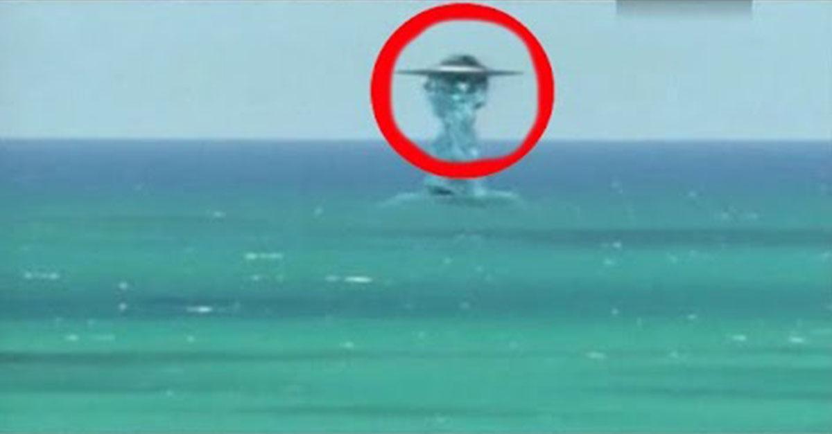 НЛО ныряет под воду